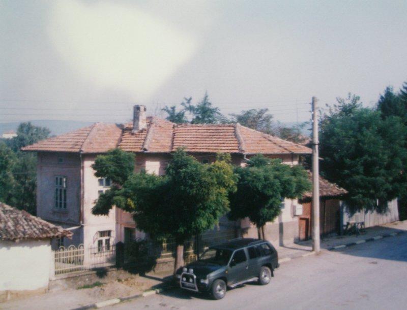 Продавам къща в центъра на гp.Златарица
