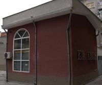 Офис - 75 м.кв.  В идеалния Център на Русе.Подходящ за: офис, ателие, кантора, лекарски или зъболекарски кабинет, фризьорски или козметичен салон, агенция, студио, представителство.  Възможност  за дългосрочен наем.