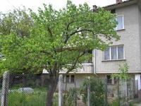 Продавам масивна къща на 3 етажа с обща площ от 300 кв.м.