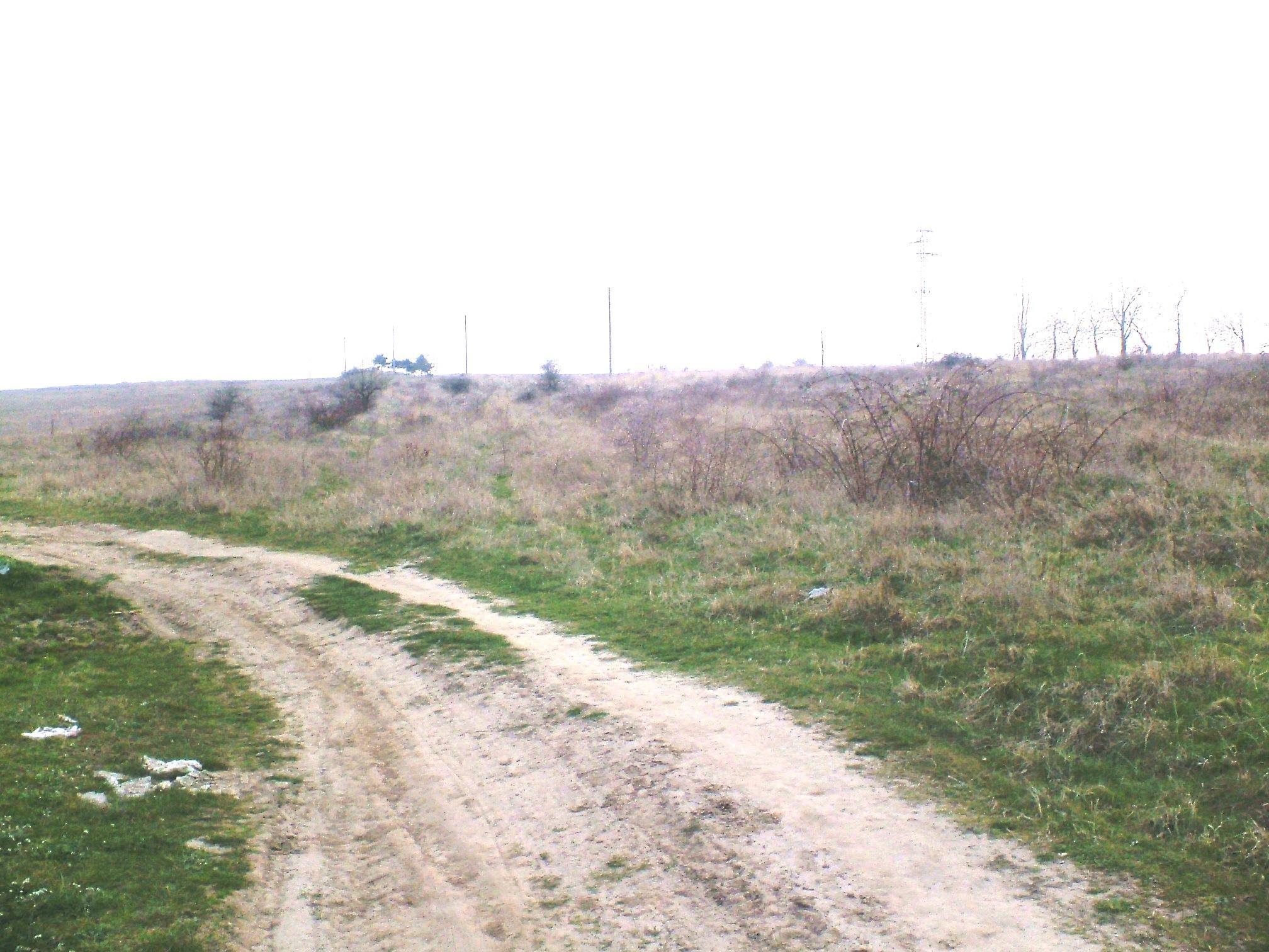 Продавам парцел на 5 км. от море и 50 м. от главен път Варна,Бургас
