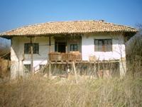 Стара селска къща в близост до града