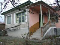 Продавам къща 70 кв.м ,двор 850 кв.м и два съседни парцела по1000кв.м в с.Ръжево обл.Пловдивска