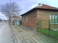 къща с двор в с. Патриарх Евтимово