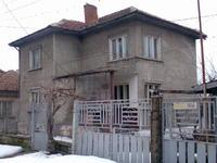 Продавам къща в идеален център на гр. Кубрат