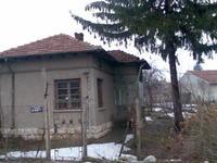 Продавам къща в гр. Кубрат, широк център, главен път
