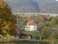 Къща с двор 2600 кв.м в Тетевенски балкан, на 300 м. от р. Вит