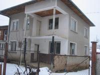 Продавам къща в центъра на Правец