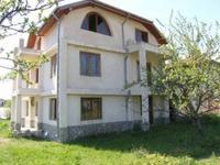 Продавам просторна къща до курорта Албена и на 33 км от Варна.