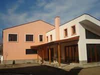 Еднофамилни къщи във VIP селище с обща инфраструктура и открит басейн, находящо се в с. Белащица