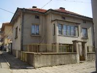 къща в Калофер, център, два етажа, веранда, баня и тоалетна