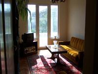 Дава под наем отличен тристаен апартамент в идеален център в София.Обзаведен!