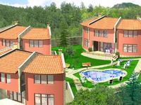 Три къщи с басейн