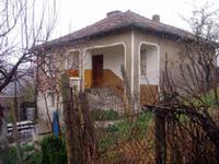 Двуетажна тухлена къща    в село Стоилово,  Странджа планина