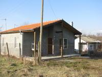 Продавам четиристайна вила+бунгало,на 5 километра от морето и на 20 от гр.Бургас