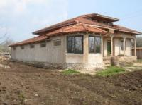 Incomplete building project for sale. This is big unfinished house of 150 sqm., built from brick and concrete, ready for someone to take it on. The garden is big at 1230 sqm. Very close to the sea at Kavarna and the big golf centre near Balchik.