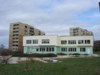 Сграда с РЗП 1480кв.м и двор 6100кв.м- подходащ за МАГАЗИН и още нещо