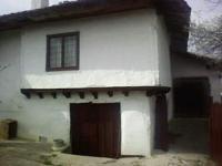 автентична поддържана къща в центъра на с.Гълъбец, обл.Бургас