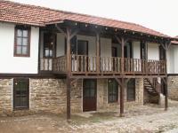 продава обновена къща в с.Славяни