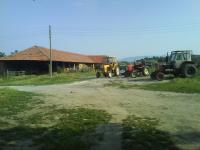 Продавам действаща кравеферма с къща, подходящи за селски туризъм в село Росно, община Златица