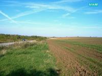 Голям парцел земеделска земя, подходящ  за производствени / търговски  цели. Перфектни екологични и геотехнически условия. Цена 5 EUR/ кв.м.
