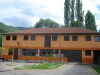 Продажба на недвижим имот-2600кв.м,сьс застроена площ от 1400кв.м.,сьс собствен трафопост и водоизточник с право за бутилиране.