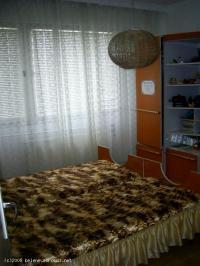 Продавам тристаен апартамент в центъра на гр.Белене