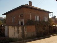 Продава двуетажна къща с дворно място и градина с. Дъбница
