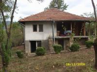 Продава обзаведена къща в стар стил, скоро построена в Равнище