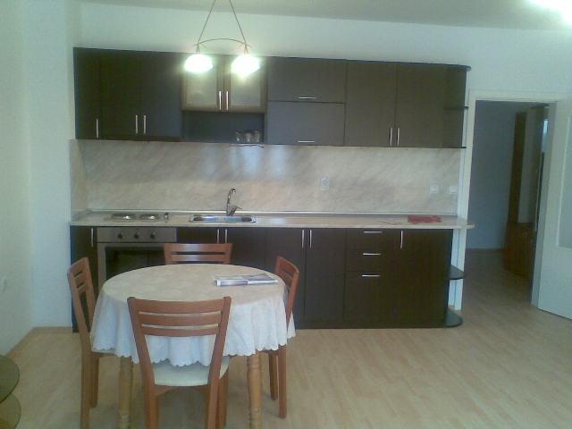 Дава под наем луксозно обзаведен, 3-стаен апартамент в Пловдив