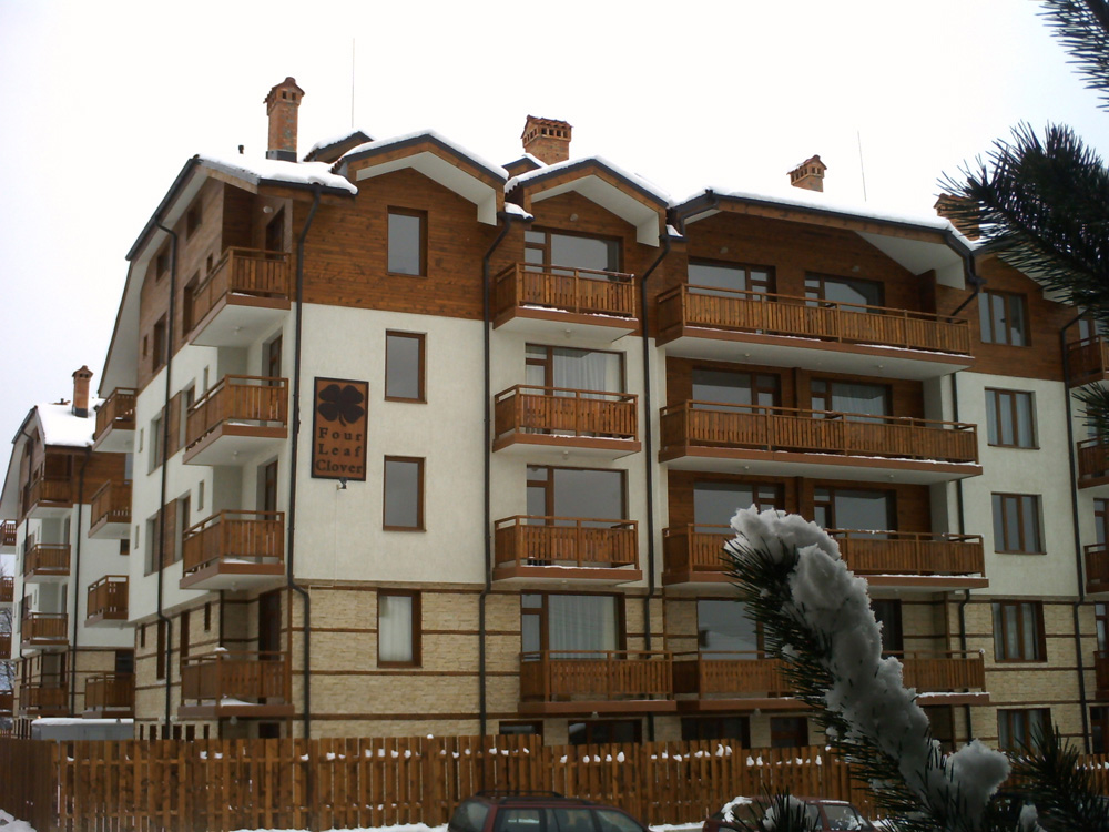 studio apartment for sale in Bansko. Top floor apartment in block A of four leaf clover.