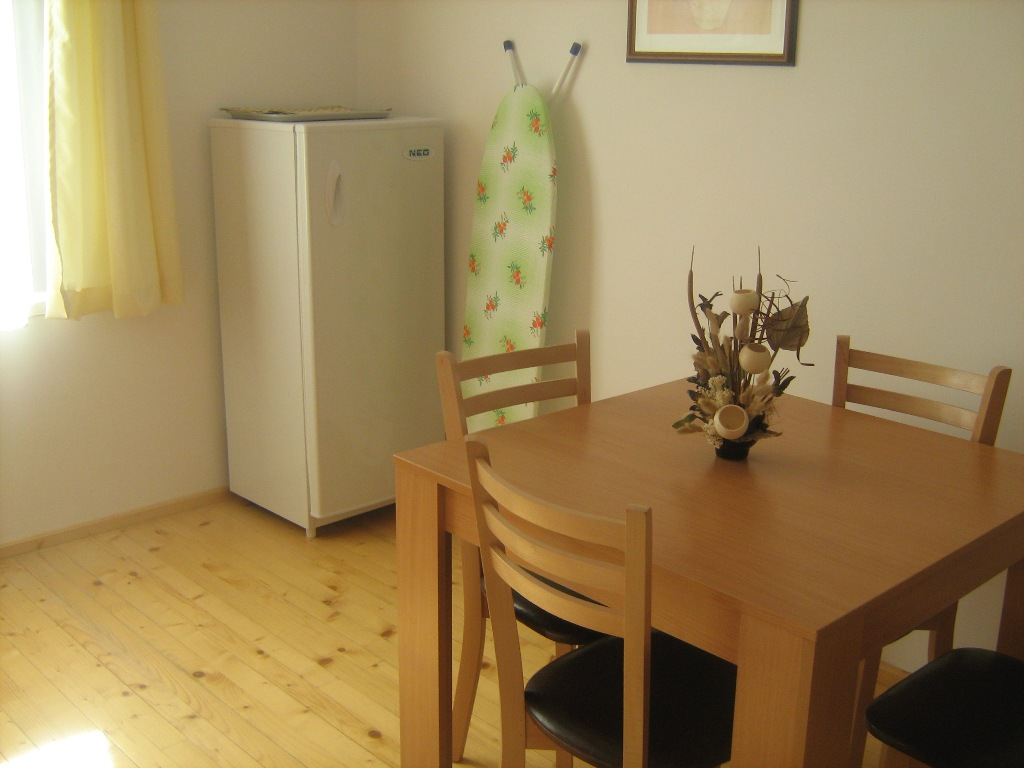 studio apartment for sale in Bansko. Top floor apartment in block A of four leaf clover.