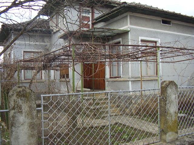Пеодажба на къща 65кв.м, дворно място 715кв.м, стопански пристройки, два кладенеца