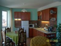 Нова къща с кафе - бар в Перущица