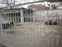 гр. Перник-с.Драгичево-Давам под наем три съседни гаражни клетки с размери 3.5 на 8м