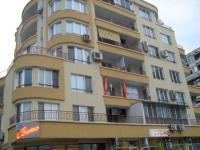 Бургас- к-с Славейков бл 119 –тристаен –под наем дългосрочно-420 лева Тристаен апартамент в НЖСК, състои се от дневна с кухненски бокс, две спални, баня и тоалетна, тоалетна две тераси.
