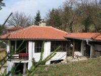 Продава се къща в село Долно Камарци