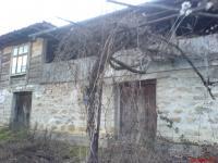 Продавам реставрирана възрожденака къша ,2 етажа, 4 стаи, вътрешна баня, камина, 2 декара двор, до гората в с. Медвен