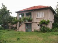 Продавам къща на два етажа в село Новаково