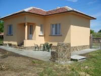 Къщата е с външна изолация, PVC дограма