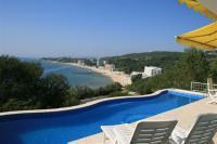 Луксозна обзаведена вила с изключителна морска панорама близо до Варна