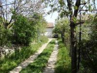Парцел с големина 760 кв.м., разположен на километър от световно известният морски курорт Св.Константин и Елена.