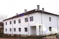 Продавам сграда 900м2 на 20км от София с.Горна Малина 150000Е спешно