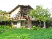Продавам обзаведена къща с две спални до кк Албена