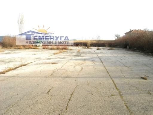 Продавам парцел 10000м2 в промишлена регулация гр Перник, до магистрала Струма
