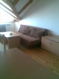 Собственик продава нов, обзаведен апартамент, на последен етаж, с хубав изглед.