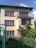етаж от къща с гараж,мазе и таваско помещение в гр.Сливница,на 30км.от София