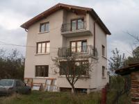 Продавам триетажна къща в добър район на Мировяне, област София