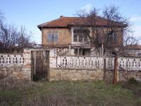 Продавам къща с двор в с. Елена, общ. Хасково.