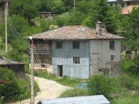 Продавам стара къща в с.Стойките - Пампорово