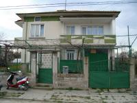 Продавам двуетажна къща в село Мадара
